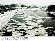 Лед тронулся, река Западная Двина, город Полоцк (2012 год). Стоковое фото, фотограф Владислав Тропин / Фотобанк Лори