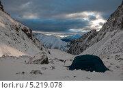 Рассветный вид на горы с места стоянки. Стоковое фото, фотограф Кузякин Иван / Фотобанк Лори