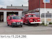 Купить «Машины в пожарной части Киркенеса», эксклюзивное фото № 5224286, снято 24 июня 2013 г. (c) Алексей Шматков / Фотобанк Лори