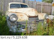Старый, ржавый автомобиль. Стоковое фото, фотограф Максим Адылшин / Фотобанк Лори