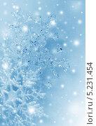 Купить «Снежинки на голубом фоне», фото № 5231454, снято 23 марта 2012 г. (c) ElenArt / Фотобанк Лори