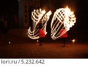 Фаер-шоу в Кемерове (2013 год). Редакционное фото, фотограф Константин Челомбитко / Фотобанк Лори