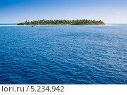 Купить «Катера у берега покрытого джунглями острова, Мальдивы», фото № 5234942, снято 11 февраля 2013 г. (c) Сергей Дубров / Фотобанк Лори