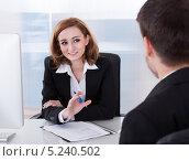 Купить «офисные сотрудники за работой», фото № 5240502, снято 21 апреля 2013 г. (c) Андрей Попов / Фотобанк Лори