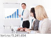 Купить «бизнесмен презентует проект инвесторам», фото № 5241654, снято 20 апреля 2013 г. (c) Андрей Попов / Фотобанк Лори