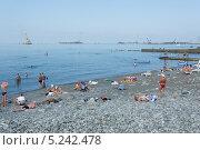 Купить «Отдыхающие люди на пляже города Сочи», фото № 5242478, снято 7 сентября 2012 г. (c) Михаил Иванов / Фотобанк Лори
