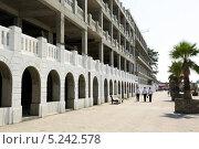 Купить «Строительство отеля на берегу моря в Сочи», фото № 5242578, снято 7 сентября 2012 г. (c) Михаил Иванов / Фотобанк Лори