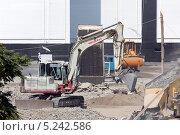 Купить «Подготовка строительной площадки в городе Сочи», фото № 5242586, снято 7 сентября 2012 г. (c) Михаил Иванов / Фотобанк Лори