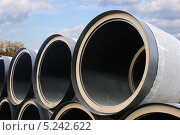 Купить «Трубы большого диаметра на фоне неба», фото № 5242622, снято 29 апреля 2012 г. (c) Анатолий Косолапов / Фотобанк Лори