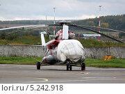 Вертолет Ми-8 стоит на стоянке. Редакционное фото, фотограф Олег Пластинин / Фотобанк Лори