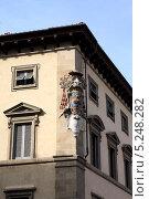 Герб на здании во Флоренции (2013 год). Стоковое фото, фотограф Инна Горохова / Фотобанк Лори
