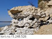 Купить «Гипсовая скала на берегу реки с формами растворения», фото № 5248526, снято 8 мая 2011 г. (c) Денис Нечаев / Фотобанк Лори