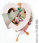 Шелковая косынка в розовой коробке. Стоковое фото, фотограф Ирина Литвин / Фотобанк Лори