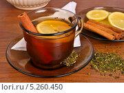 Чашка чая с корицей и лимоном. Стоковое фото, фотограф Лариса К / Фотобанк Лори