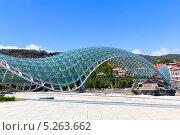 Купить «Мост Мира - пешеходный мост на реке Мтквари в Тбилиси, Грузия», фото № 5263662, снято 3 июля 2013 г. (c) Евгений Ткачёв / Фотобанк Лори