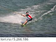 Купить «Спортсмен на доске. Вейкбординг», фото № 5266186, снято 12 сентября 2013 г. (c) Землянникова Вероника / Фотобанк Лори