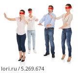 Купить «люди с завязанными глазами пытаются ориентироваться в пространстве», фото № 5269674, снято 25 августа 2013 г. (c) Андрей Попов / Фотобанк Лори