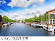 Купить «Амстердам с каналом в центре города, Голландия», фото № 5271978, снято 19 сентября 2013 г. (c) Vitas / Фотобанк Лори