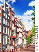 Купить «Типичные дома в Амстердаме. Нидерланды», фото № 5271982, снято 19 сентября 2013 г. (c) Vitas / Фотобанк Лори