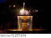 Красивый фонтан (2013 год). Редакционное фото, фотограф Максим Горячук / Фотобанк Лори