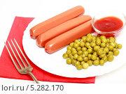 Купить «Сосиски с зеленым горошком и кетчупом на белой тарелке и красной салфетке», эксклюзивное фото № 5282170, снято 3 ноября 2013 г. (c) Яна Королёва / Фотобанк Лори