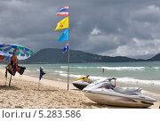 Пляж Патонг (Patong Beach) перед дождем (2013 год). Редакционное фото, фотограф Валерий Семикин / Фотобанк Лори
