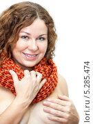 Купить «Обнаженная девушка с ярким шарфом на шее. Изолировано на белом фоне», фото № 5285474, снято 17 ноября 2013 г. (c) Кекяляйнен Андрей / Фотобанк Лори
