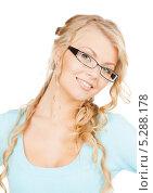 Купить «Привлекательная блондинка с очками в тонкой оправе», фото № 5288178, снято 26 сентября 2009 г. (c) Syda Productions / Фотобанк Лори