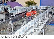 Купить «Технологическая линия по производству молока в упаковке Tetra-Pak», фото № 5289018, снято 18 сентября 2013 г. (c) Александр Замараев / Фотобанк Лори