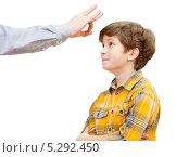 Купить «Мальчик получает щелбан», фото № 5292450, снято 16 ноября 2013 г. (c) Юлия Кузнецова / Фотобанк Лори