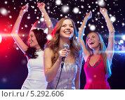Купить «Красивые девушки отдыхают в ночном клубе под светом софитов», фото № 5292606, снято 20 октября 2013 г. (c) Syda Productions / Фотобанк Лори
