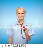 Купить «улыбающаяся врач слушает кардиограмму фонендоскопом», фото № 5292966, снято 17 октября 2013 г. (c) Syda Productions / Фотобанк Лори