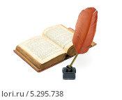 Купить «Старая книга и чернильница с пером на белом фоне», фото № 5295738, снято 20 мая 2013 г. (c) Ласточкин Евгений / Фотобанк Лори