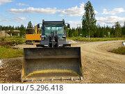 Купить «Строительная техника. Строительство дороги», фото № 5296418, снято 12 июля 2013 г. (c) Валерия Попова / Фотобанк Лори