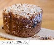 Купить «Домашний хлеб крупным планом», фото № 5296750, снято 30 июля 2013 г. (c) Максим Пименов / Фотобанк Лори