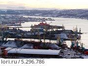 Купить «Мурманская область. Вид на город-порт Мурманск», эксклюзивное фото № 5296786, снято 20 ноября 2013 г. (c) Александр Тарасенков / Фотобанк Лори