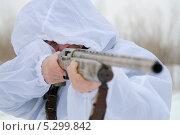 Купить «Охотник прицелился», эксклюзивное фото № 5299842, снято 24 ноября 2013 г. (c) Вероника / Фотобанк Лори