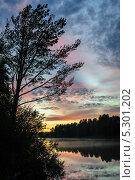 Купить «Закат над рекой Шуя, Карелия», фото № 5301202, снято 29 августа 2013 г. (c) Сергей Старуш / Фотобанк Лори