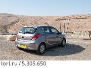Купить «Автомобиль Hyundai i20 на фоне Израильских гор», фото № 5305650, снято 11 ноября 2013 г. (c) Александр Овчинников / Фотобанк Лори