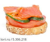 Купить «Канапе с красной рыбой на белом фоне», фото № 5306218, снято 5 ноября 2013 г. (c) Насыров Руслан / Фотобанк Лори