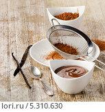 Купить «Шоколадная паста со специями на столе», фото № 5310630, снято 20 ноября 2013 г. (c) Tatjana Baibakova / Фотобанк Лори