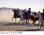 Купить «Кокпар (козлодрание) - национальная конная игра в Казахстане», фото № 5312094, снято 26 октября 2013 г. (c) Валерий Тырин / Фотобанк Лори