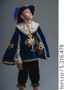 Мальчик в костюме мушкетера. Стоковое фото, фотограф Виктор Водолазький / Фотобанк Лори