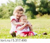 Купить «Дети в национальной одежде сидят на траве», фото № 5317490, снято 15 июня 2013 г. (c) Яков Филимонов / Фотобанк Лори