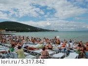 Купить «Пляжный сезон», фото № 5317842, снято 21 августа 2010 г. (c) Татьяна Дигурян / Фотобанк Лори