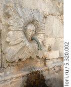 Купить «Хорватия. Дубровник,старый город. Уличный кран», эксклюзивное фото № 5320002, снято 18 сентября 2012 г. (c) Svet / Фотобанк Лори