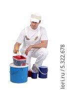 Купить «Маляр и его краски», фото № 5322678, снято 18 ноября 2009 г. (c) Phovoir Images / Фотобанк Лори