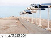 Купить «Спуск на пляж. Израиль. Мертвое море», фото № 5325206, снято 11 ноября 2013 г. (c) Александр Овчинников / Фотобанк Лори