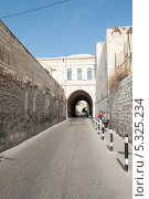 Купить «Улица Иерусалима», фото № 5325234, снято 12 ноября 2013 г. (c) Александр Овчинников / Фотобанк Лори