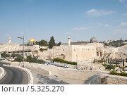 Купить «Общий вид на западную часть древнего города Иерусалим», фото № 5325270, снято 12 ноября 2013 г. (c) Александр Овчинников / Фотобанк Лори